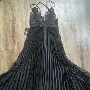 ETIQUETTE Black maxi dress